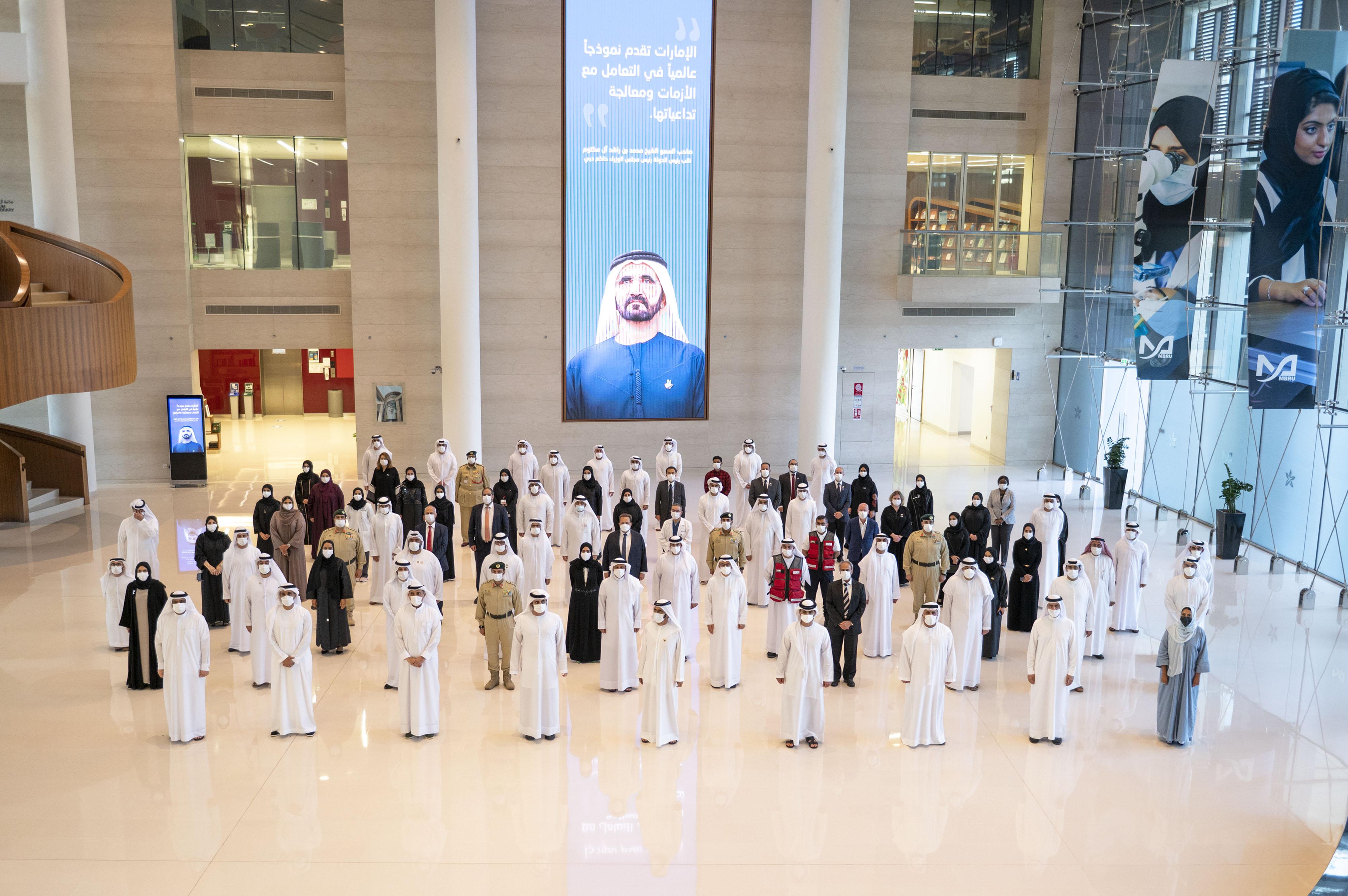 صاحب السمو الشيخ محمد بن راشد آل مكتوم - محمد بن راشد يلتقي الفرق الحكومية المعنية بمكافحة كوفيد-19