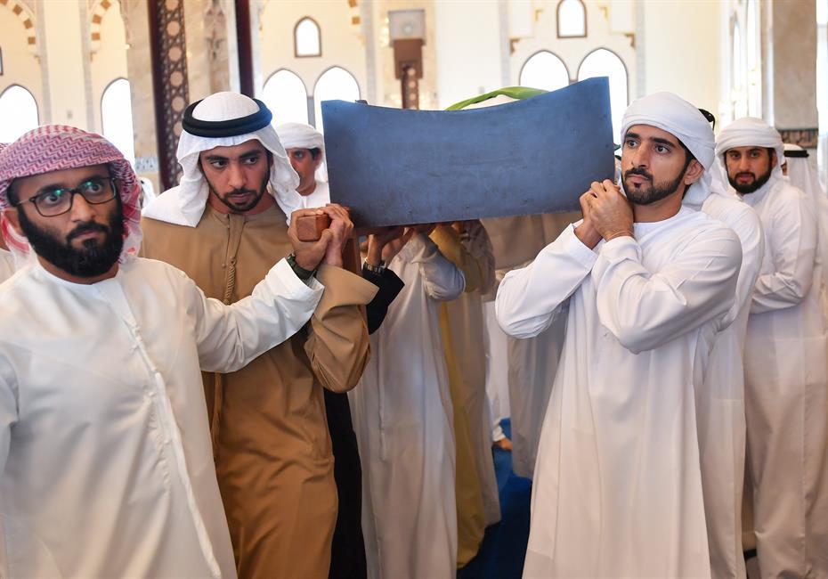Mohammed bin Rashid performs funeral prayer for Sheikha bint